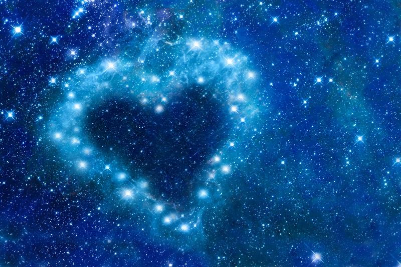 Sterne am Himmel bilden ein Herz